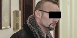 Mariusz F. podglądał pracowników w kibelku!