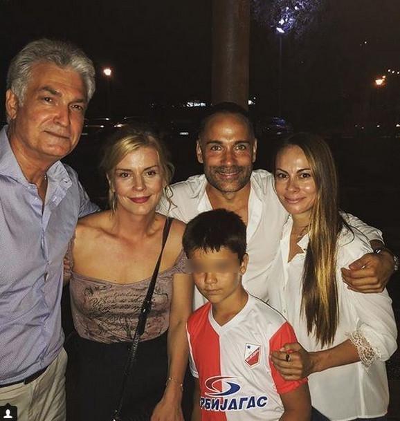 Srđan Timarov sa devojkom Danijelom, sinom Lazarom, Natašom Miljković i njenim partnerom Žarkom