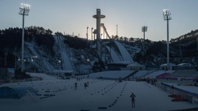 Stadion biathlonowy, biegowy i skocznie narciarskie. Tu możemy święcić największe sukcesy