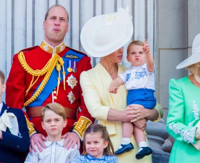 Šarlot, Džordž i Luj sa roditeljima na proslavi kraljičinog rođendana prošle godine u Bakingemskoj palati u Londonu