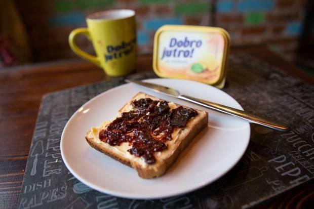 Ništa ne vraća u detinjstvo kao jedan griz parčeta hleba sa margarinom i džemom