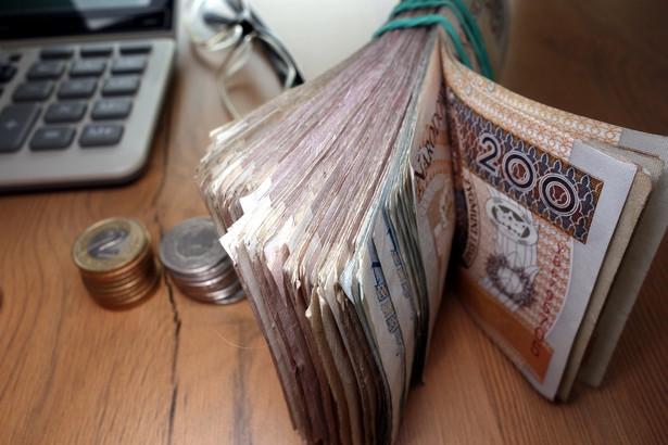 Przed wypłatą pracodawca potrącił z odszkodowania ponad 8,5 tys. zł jako zaliczkę na PIT.
