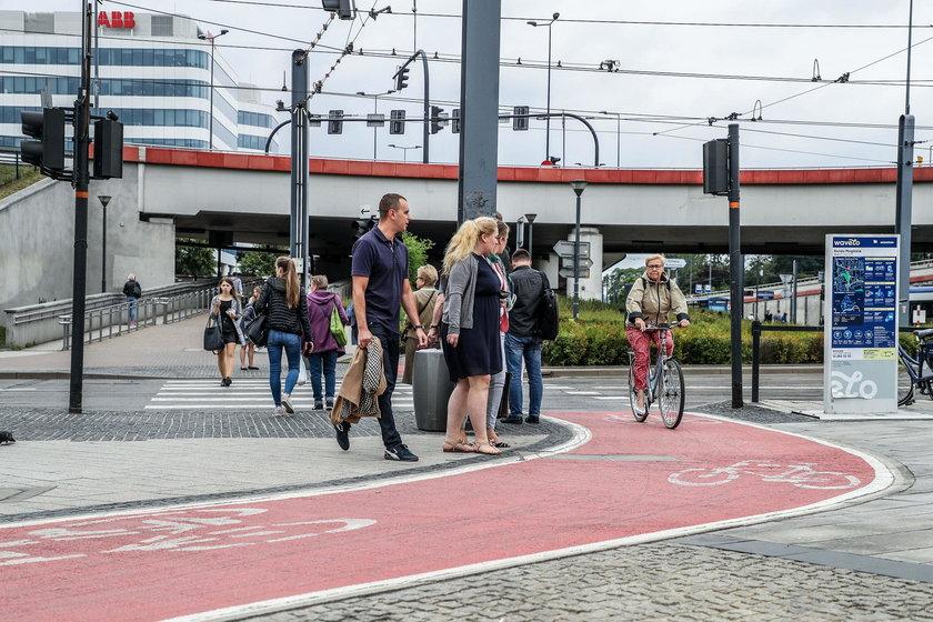 Ścieżka rowerowa na Rondzie Mogilskim w Krakowie
