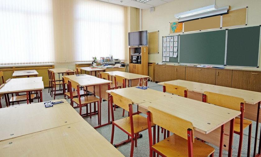 Ostrzeszów: dyrektorka szkoły zwolniona za obrażanie w internecie
