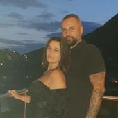 UDARAO IH RUKAMA I NOGAMA Milan Gurović pretukao ženu i ćerku, a onda hladnokrvno SEO DA VEČERA