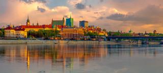 Warszawa: Strajk przedstawicieli branż zamkniętych na placu Zamkowym