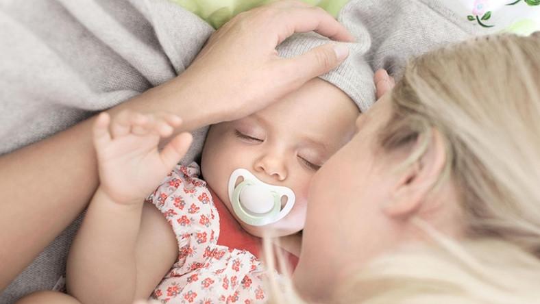 Jak pomóc maluszkowi spokojnie przespać noc?