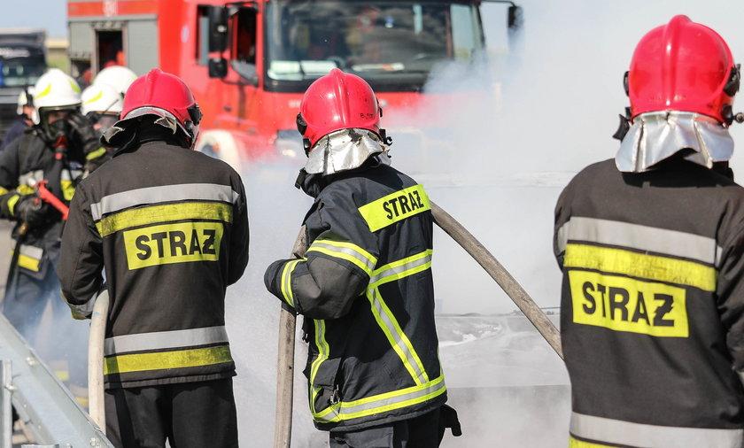 Pożar w Szczecinie. Rodzice z dzieckiem uciekali z płomieni, drugie wyciągnęli strażacy