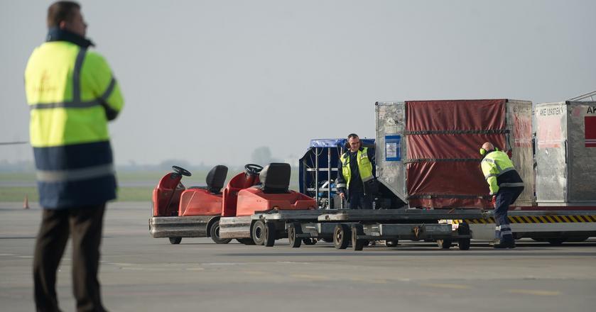 LS Airport Services to największa spółka handlingowa w Polsce. Obsługuje Lotnisko Chopina oraz porty lotnicze w Gdańsku, Katowicach, Wrocławiu i Modlinie