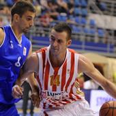 """ŽENA JE UBEĐENA DA JE VARAM"" Srpski košarkaš objavom POREMETIO tviter: Ćerke su me videle bez majice..."