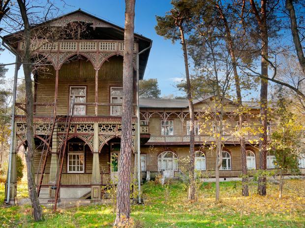 Pensjonat Abrama Gurewicza w Otwocku. Wybudowany w latach 1906 - 1921 jest najokazalszym przykladem stylu świdermajer