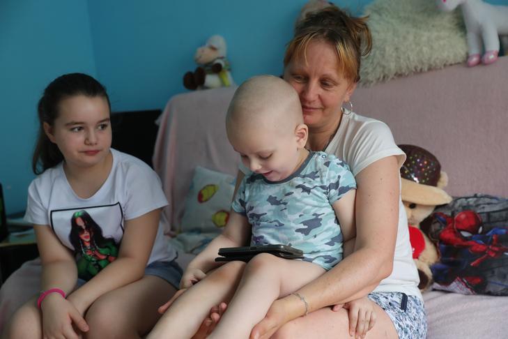 Titanillát és Nikót neveli Anita, akit a kisebbik gyereke betegsége miatt küldték el a munkahelyéről / Fotó: Varga Imre
