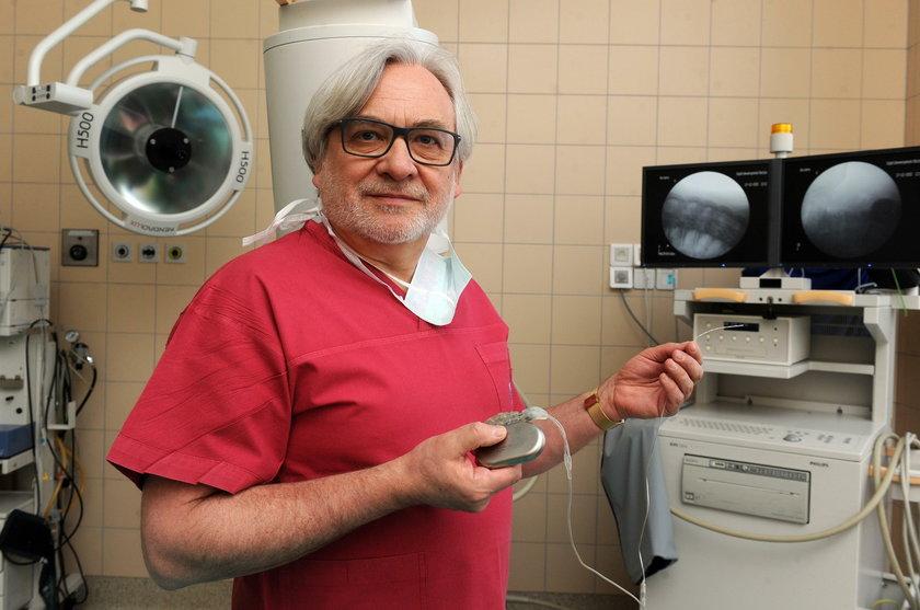 Prof. Wojciech Maksymowicz opracował program wybudzania dorosłych ze śpiączki.