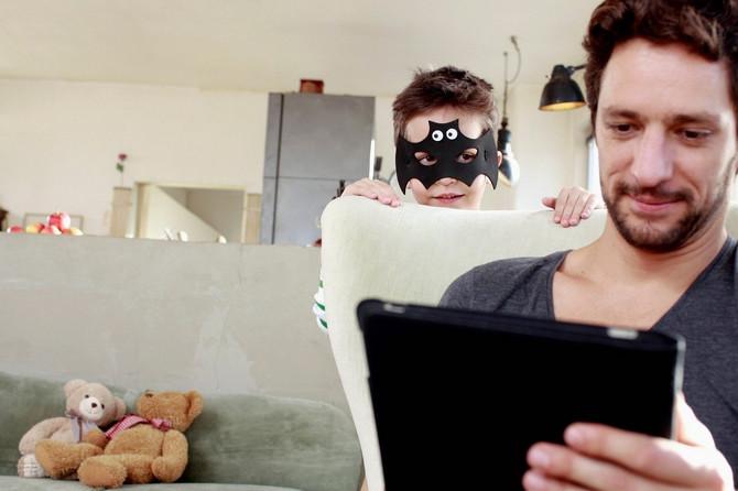 Veći problem od dece koja su opsednuta ekranom jesu roditelji zavisnici