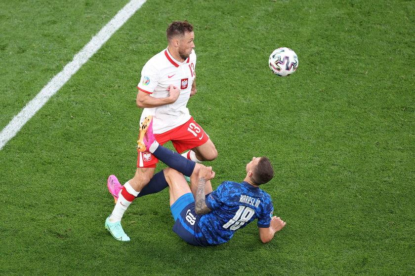 Polacy grają z kolei z nożem na gardle. Po porażce ze Słowacją (1:2) muszą zdobyć chociaż punkt, by realnie myśleć o awansie do 1/8 finału.