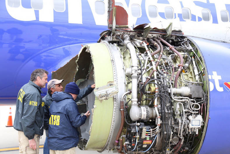 epa06675910 - USA SOUTHWEST ENGINE EXPLODES (Southwest Airlines engine explodes in flight)
