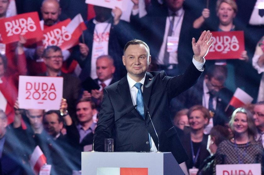 Andrzej Duda wciąż wiedzie prym w badaniach