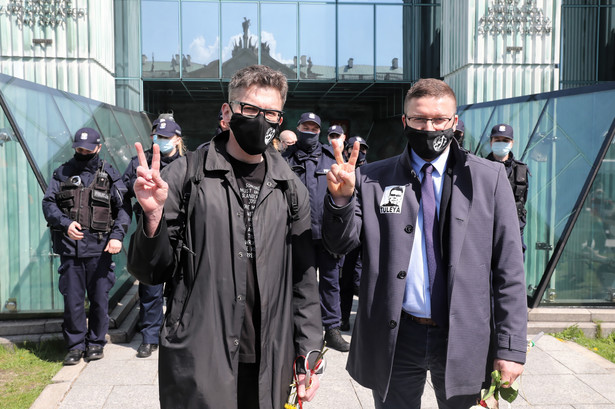 Sędziowie Igor Tuleya i Paweł Juszczyszyn przed siedzibą Sądu Najwyższego w Warszawie
