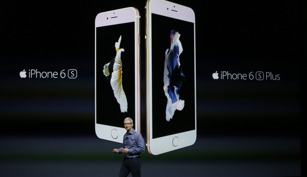 iPhone 6S i iPhone 6S Plus Ceny iPhone 66: - wersja 16 GB - 199 USD - wersja 64 GB - 299 USD - wersja 128 GB - 399 USD Odpowiednio o 100 USD droższe są wersje iPhona 6S Plus