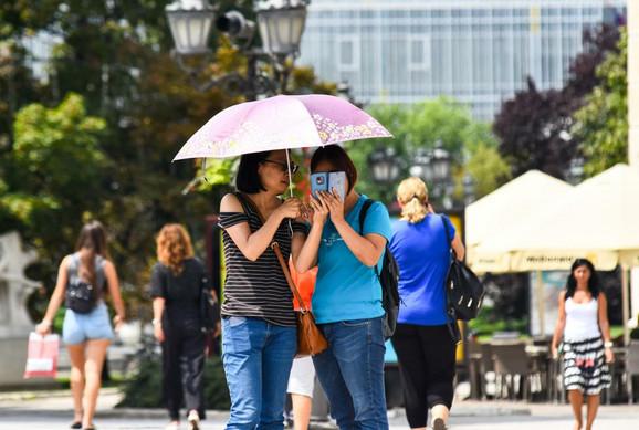 Neki nisu odložili kišobran, ali su mu promenili svrhu