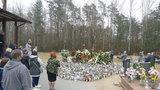 Tak teraz wygląda grób Krawczyka. Odwiedzają go dziesiątki osób. Ze zniczy ułożono wielkie serce [ZDJĘCIA]