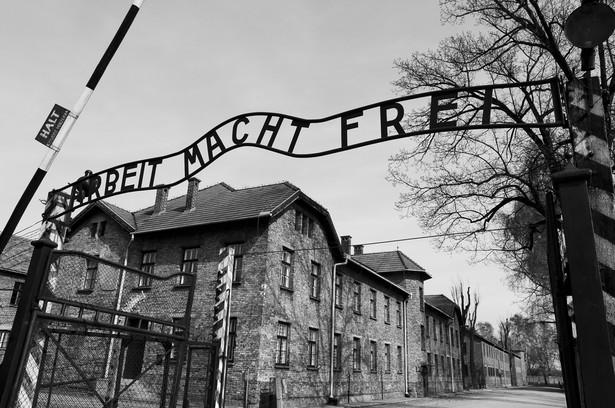 Kobieta oskarżona była o pomocnictwo w zamordowaniu co najmniej 260 tys. Żydów deportowanych do obozu Auschwitz-Birkenau