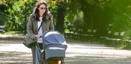 Czartoryska-Niemczycka spaceruje z dzieckiem. Co to za wózek?