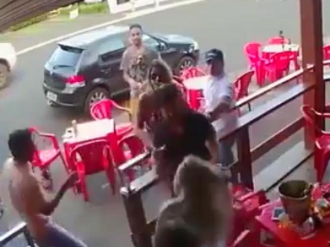 Ušetala je u kafić i videla muža sa LJUBAVNICOM: Ovakvu reakciju SIGURNO NE BISTE OČEKIVALI