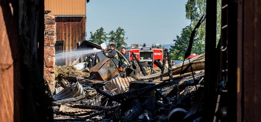 Mieszkańcy Nowej Białej mówią o pożarze: sąsiad wyniósł babcię z domu, gdy się wrócił po...