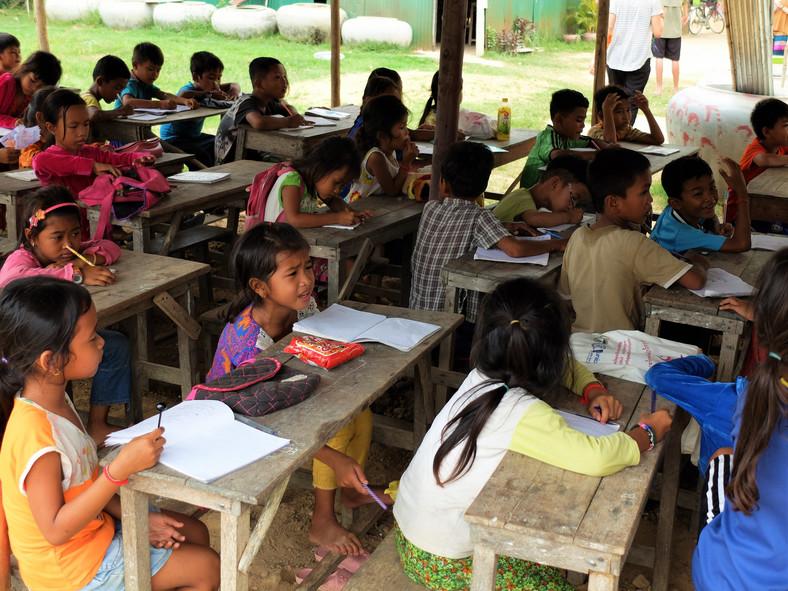 Lekcja w szkole w wiosce Po