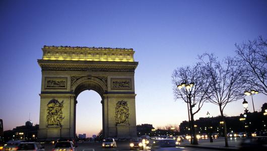 Francja zamierza do 2040 r. wprowadzić zakaz sprzedaży aut spalinowych