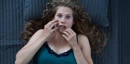 Nastolatka obudziła się i zamarła. Ten widok ją przeraził