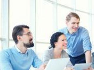 Wysokie zarobki i stabilna pozycja na rynku pracy: Programistą może zostać każdy