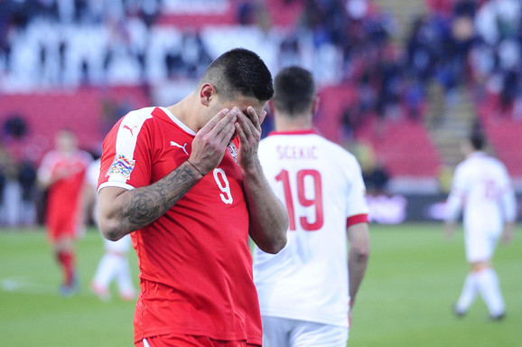 Mitrović žali posle promašenog jedanaesterca na meču sa Crnom Gorom