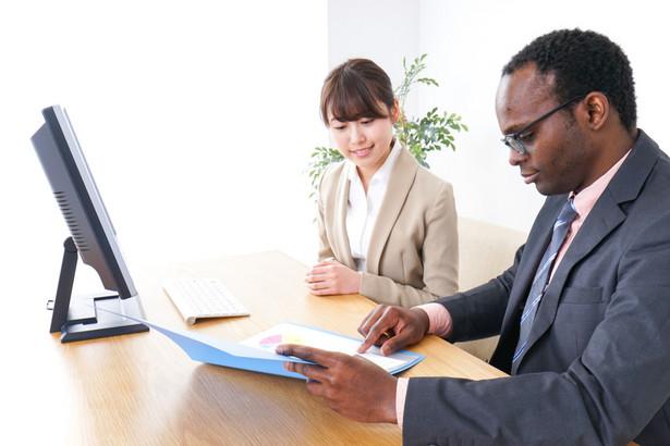Jak przypomniało biuro Rzecznika MŚP, już od marca 2019 r. aktywnie występuje z wnioskami o podjęcie działań dot. zaradzenia przewlekłości postępowań w sprawie zatrudniania cudzoziemców.