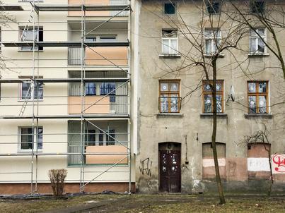 Z badań przeprowadzonych wśród Polaków wynika, że najlepszym wsparciem, jakie mogłoby im zaoferować państwo w sprawach mieszkaniowych, byłaby budowa oraz remont już istniejących lokali komunalnych