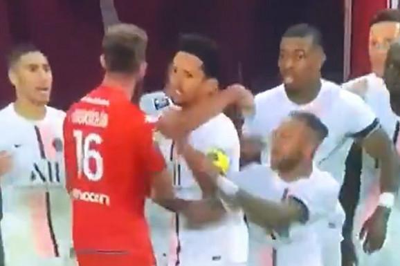 NEVIĐEN SKANDAL U FRANCUSKOJ Mbape provocirao, Nejmar patosirao golmana rivala i dobio samo žuti karton, ali ga čeka velika suspenzija /VIDEO/