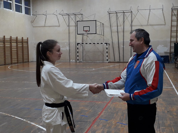 Trener predaje Nataši poklon od Bajerna