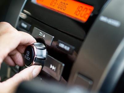 By w Norwegii słuchać ogólnokrajowych stacji w samochodzie, trzeba wymienić odbiornik na cyfrowy