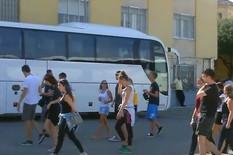 """""""POLA DECE BOLESNO, POLA NEMA NOVCA"""" Agonija đaka u Barseloni ne prestaje, ceo dan sede u autobusu, čekajući izlet koji su PLATILI"""