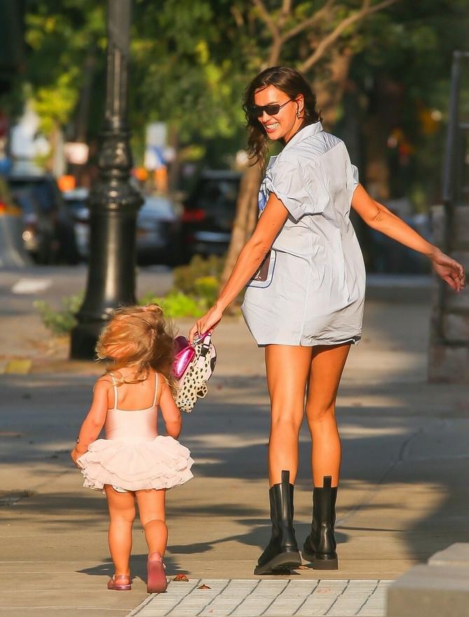 Irina uživa sa ćerkicom