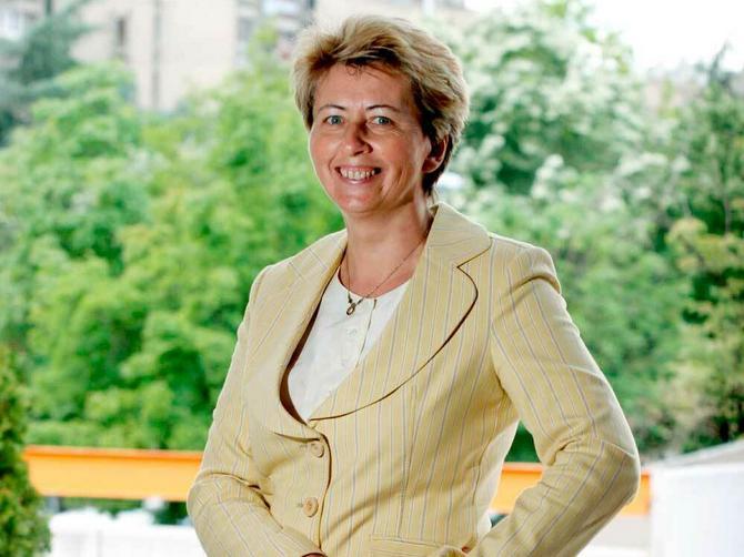 9. Prof. dr Ana Oros: Spasla od slepila stotine dece