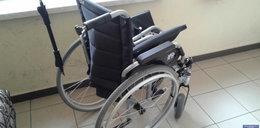 Uciekł ze szpitala kradzionym wózkiem inwalidzkim