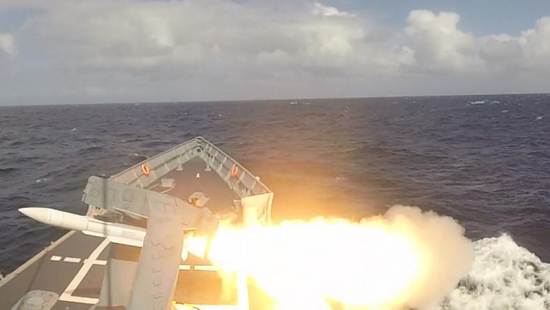 W środę, 29 sierpnia, poligon MOD Hebrides (Ministry of Defence) w Wielkiej Brytanii stał się miejscem, gdzie załoga fregaty rakietowej ORP Gen. K. Pułaski sprawdziła swoje wyszkolenie i przygotowanie do wykonania głównego zadania ogniowego.