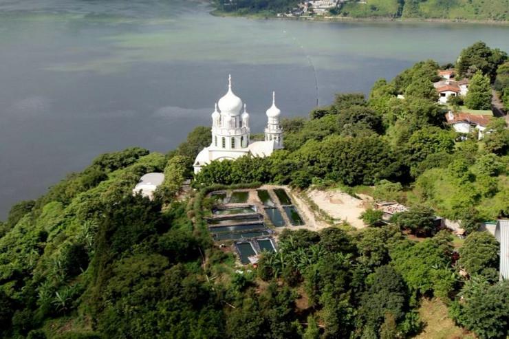 Manastir Svete Trojice, Gvatemala
