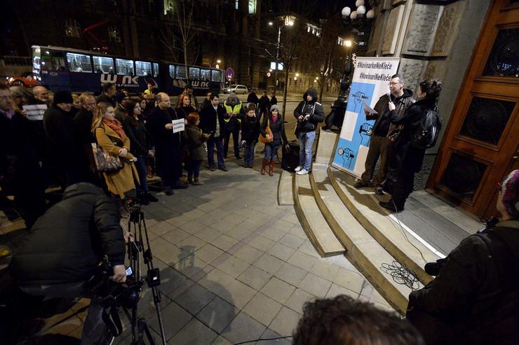 protest novinari ne kleče tanjug
