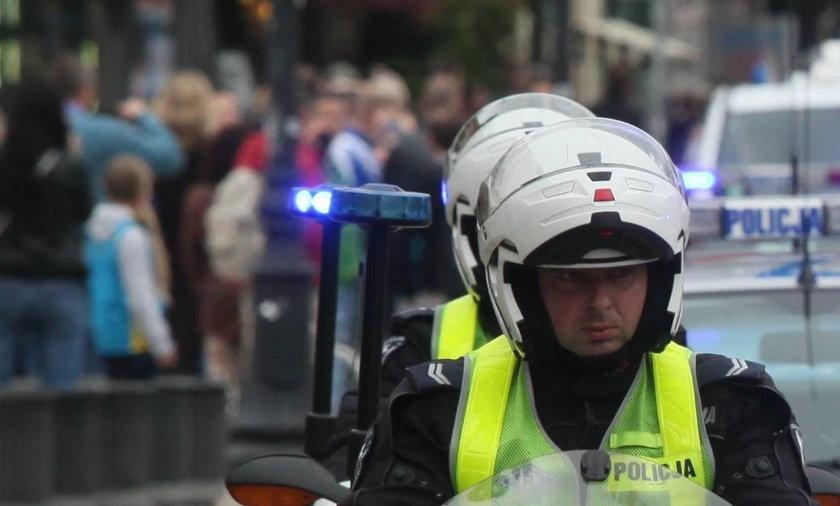 Policja sięzbroi