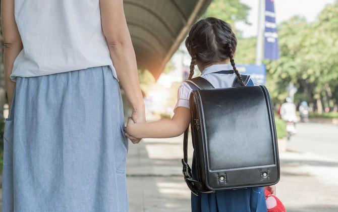 Ko treba da nosi školsu torbu - roditelj ili dete?