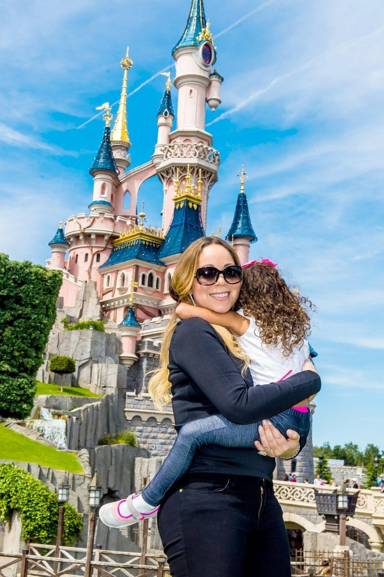 Maraja Keri sa ćerkom