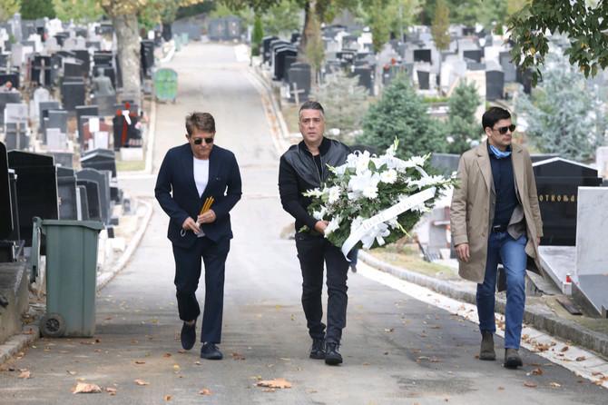 Dragan Bjelogrlić, Željko Joksimović i Milan Marić na obeleževanju 29 godina od smrti Tome Zdravkovića na Centralnom groblju u Beogradu